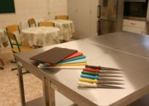 10 noże i deski do krojenia